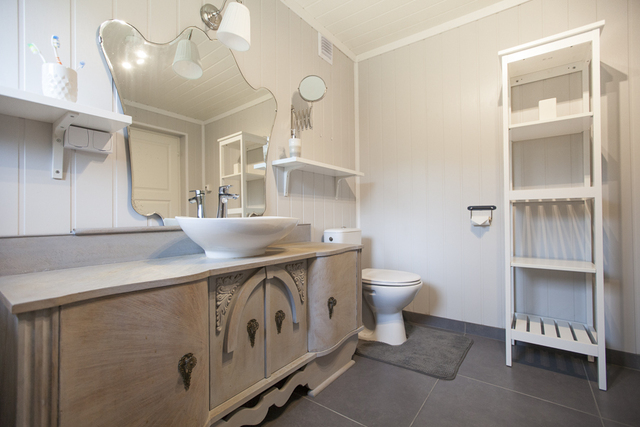 /pictures/Rotsund/rotsund_apartment_2/rotsund_large_appt_bathroom.jpg
