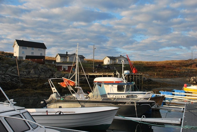 /pictures/storkors/FS/Storekorsnes-house and cabins from harbour.jpg